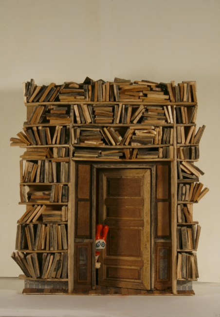 Evaristo Benitez, Wood, resin & paper, 41cm x 40cm x 15cm — Cortesía de la Galería Contrast