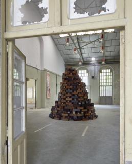 Carlos Coronas. Sistemas de producción/Babel. Instalación en la Fábrica de Armas de Oviedo