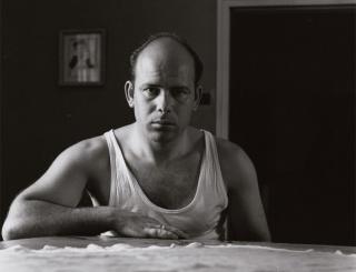 Autorretrato en camiseta, 1958 © Gabriel Cualladó — Cortesía del Centro Cultural La Nau