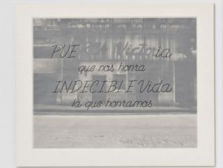 Carlos Garaicoa, Frases, 2009. Obra presente en la exposición À tot appartient le regard, Musée du quai Branly-Jacques Chicas, París — Cortesía de la Galería Elba Benítez