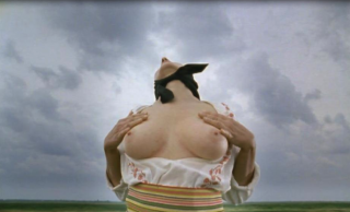 "Marian Abramovic, ""Balkan Erotic Epic: Massing Breasts (solo)"", 2005. Imagen cortesía Luciana Brito Gallery"