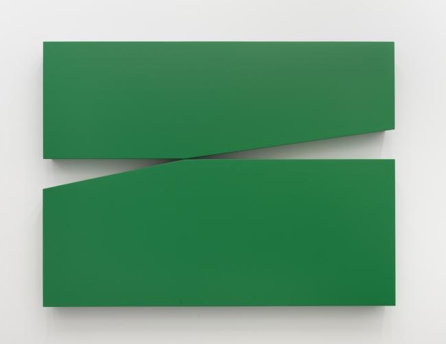 Carmen Herrera, Untitled Estructura (Green), 1966/2015 — Cortesía del artista y del Centro de Artes Visuales Fundación Helga de Alvear, Cáceres