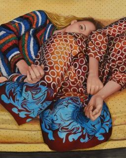 Ángeles Agrela, Daniela y Andrea en el sofá amarillo, 2019. Acrílico sobre papel 150 x 120 cm © Ángeles Agrela. Cortesía de la artista y la Galería Yusto/Giner
