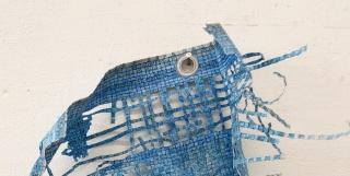 Susan Collins. Blow. 2019. Dibujo / Tinta azul y lápiz sobre papel recortado. Detalle — Cortesía de la galería Espacio Mínimo