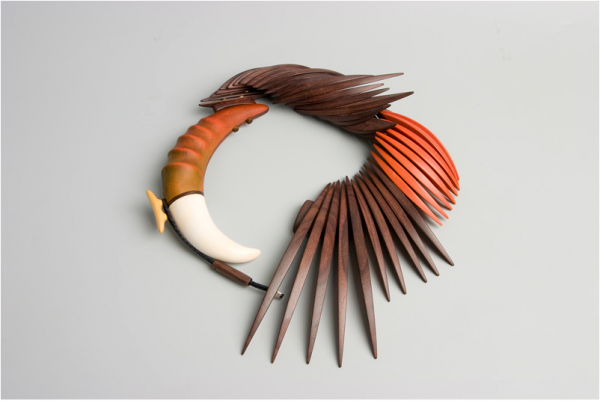 Red Headed Bird, de Liv Blavarp (madeira de jacarandá)