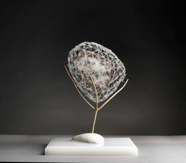 Antonio Crespo Foix, Aerium 2019 Madera, alambre, ma?rmol  y materias vegetales 50 x 30 x 34 cm. — Cortesía de Michel Soskine Inc.
