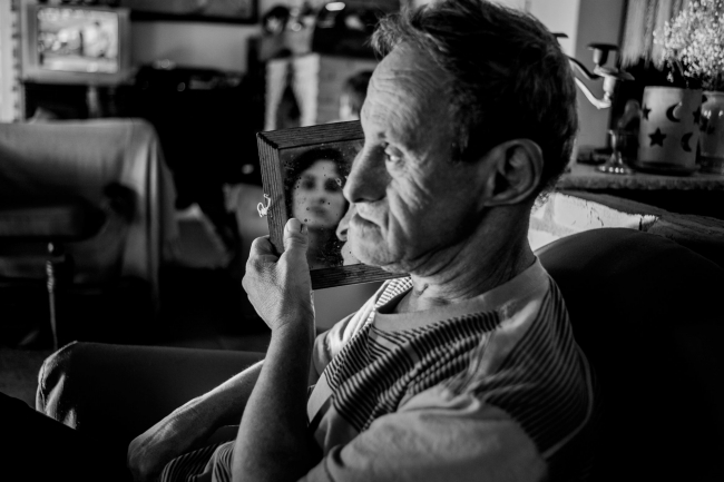 Carlão y yo, de la serie Transparências de lar. Atibaia, San Pablo, 2015. Fotografía digital.