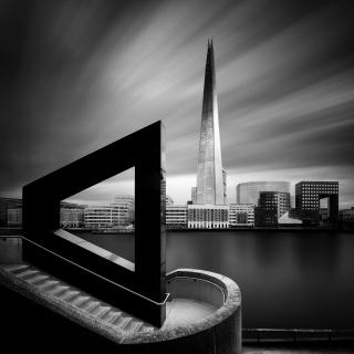 LONDON, UK - OCT 6, 2016: Fantastic skyscraper scene. Thames river in the middle of London city, United Kingdom — Cortesía de la UNED