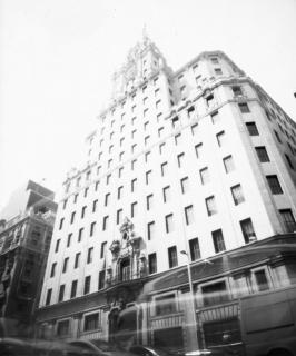 Fotolateras. Edificio Telefónica Madrid — Cortesía del Instituto Cervantes de Tokio