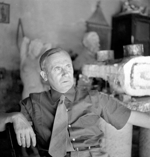 Joaquim Gomis. Retrato de Joan Miró, 1944. Fondo Joaquim Gomis, depositado en el Arxiu Nacional de Catalunya © Herederos de Joaquim Gomis. Fundació Joan Miró, Barcelona, 2019 — Cortesía de la Fundació Joan Miró