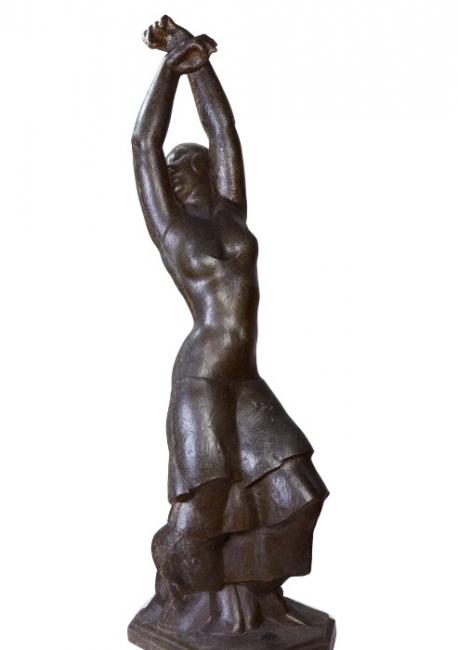 Vicenç Navarro. terracota . 66x22x18 cm. — Cortesía del Gran Teatre del Liceu