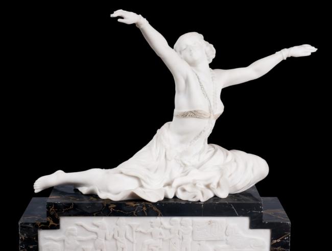 Claire Jeanne Roberte Colinet- Bailarina de Tebas. marbre 54 cm alt — Cortesía del Gran Teatre del Liceu