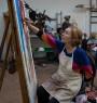 Paula Rego pintando © Nick WIlling 2017 — Cortesía del CEART - CENTRO DE ARTE TOMÁS Y VALIENTE