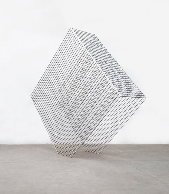 Ascânio MMM, Quasos/Prisma1, 2019. aluminum and screws. 426 x 460 x 126 cm.