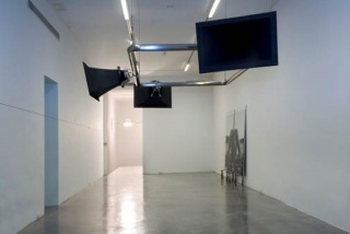 Per Barclay, Instalación de sonido, 2006. Estructura de acero, cables y altavoces. Dimensiones variables