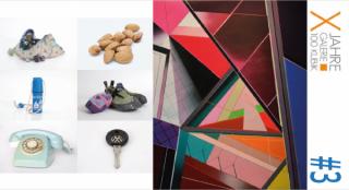 Izquierda: Álvaro Martínez Alonso, Conjunto de algunos objetos de la exposición; derecha: Gonzalo Fuentes, S.T. (Serie Mixtapes), técnica mixta sobre lienzo, 100 x 100 cm ©artista/ 100kubik. 2017
