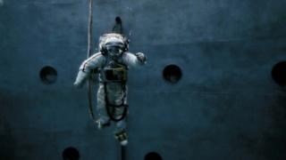 Michael Najjar, Spacewalk, 2013. Copia de exhibicion. Cortesía del artista. © Michael Najjar, 2013