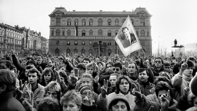 Dana Kyndrová, Velvet Revolution, Prague 1990 — Cortesía de Hay Festival