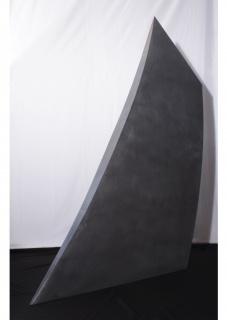 Primer premio escultura. En el viento. 2017. Madera y plomo ensamblados-198 x 171 x 36 cm.