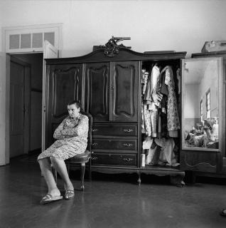 Asilo São Vicente de Paulo, Itatiba, São Paulo, 1990. Negativo flexível p&b 6x6 cm. Fotografia de Lily Sverner / Acervo IMS