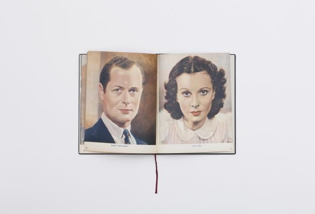 Book #75, Haris Epaminonda & Daniel Gustav Cramer — Cortesía de Fabra i Coats: Centre d'Art Contemporani de Barcelona i Fàbrica de Creació