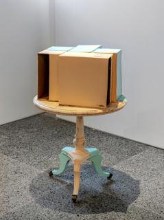 Carlos Bunga, Three Legs Coffee Table, 2020 — Cortesía de Alexander and Bonin