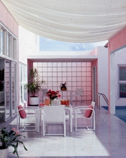 Laurinda Spear and Bernardo Fort-Brescia (ARQUITECTONICA), The Pink House, Miami Shores, 1976–9. © Robert Lautman Photography, National Building Museum.
