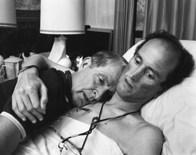 Nicholas Nixon, El Dr. Robert Sappenfield con su hijo Bob, Dorchester, 1988