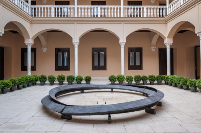 Aleación de aluminio con pátina negra Museu Coleção Berardo. © Bruce Nauman, VEGAP, Málaga, 2019 — Cortesía del Museo Picasso Málaga