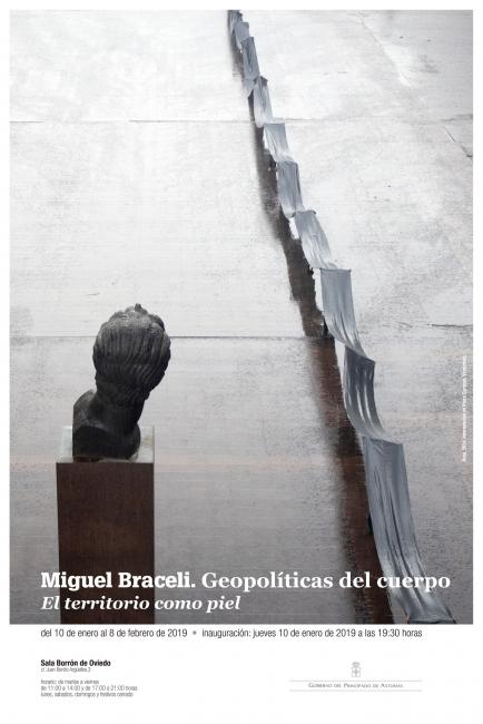 cartel de la exposición. (Elías diseño gráfico). Imagen: Miguel Braceli, AREA, 2014. Intervención en plaza Caracas, Venezuela.