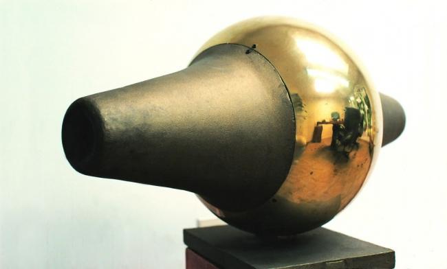 Germán Botero, SEMILLA. Fundición de bronce y aluminio · 50 x 90 x 30 cm · 1988 — Cortesía de la galería La Cometa