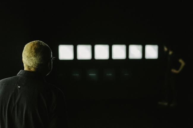 Vista de la exposición: Habitación negra; detalle segunda planta. Fotografía de Rodrigo Rivas — Cortesía de Julio Vázquez
