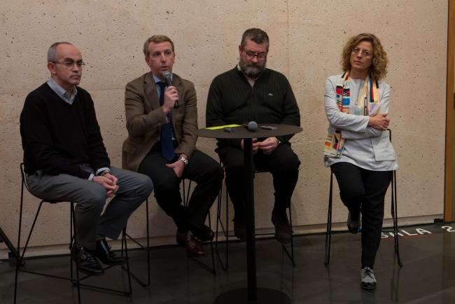 De izquierda a derecha; Ignacio Miguéliz Javier Arana, Gregorio Díaz Ereño, y Elena Martín. Fotografía de MANUEL CASTELLS — Cortesía de la Museo Universidad de Navarra