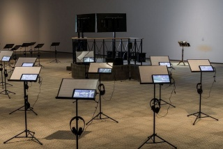 """Carlos Garaicoa, """"Partituras,"""" 2017, instalado en Azkuna Zentroa, Bilbao, 2017. Cortesía de Artishock."""