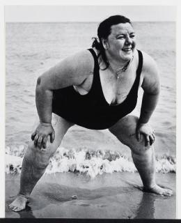 Lisette Model, Mujer en Coney Island, 1939. 2020 Estate of Lisette Model, cortesía Baudoin Lebon Gallery, Paris y Keitelman Gallery, Brussels — Cortesía del Centro de Creación Contemporánea de Andalucía (C3A)