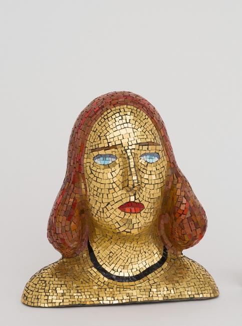 Lucio Fontana, Retrato de Teresita, 1940. Mosaico, 34x33x15 cm. Fondazione Lucio Fontana, Milán © Fondazione Lucio Fontana, Bilbao, 2019 — Cortesía del Museo Guggenheim Bilbao