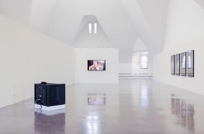 """Vista de la instalación de la exposición """"Song"""", en The Renaissance Society de la Universidad de Chicago (2017). Cortesia: Alejandro Cesarco y Tanya Leighton Gallery.   Los 7 artistas-curadores invitados de la Bienal de São Paulo 2018 anuncian sus propuestas expositivas y artistas"""