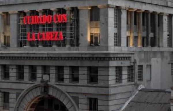 Intervención de Bernardí Roig en la fachada de la Sala Alcalá 31 de la Comunidad de Madrid   Bernardí Roig por partida doble: Madrid y Buenos Aires