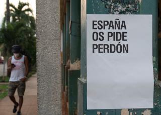 'España os pide perdón', de Abel Azcona. Imagen extraída de su cuenta de Twitter