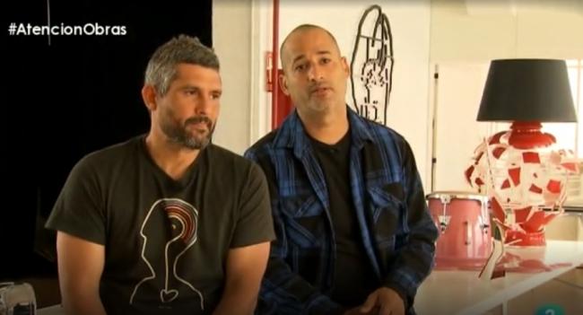 """Dagoberto Rodríguez (izqda.) y Marco Antonio Castillo. Fotograma de un vídeo del programa de TVE """"Atención Obras""""   El reconocido colectivo cubano """"Los Carpinteros"""" anuncia su disolución"""