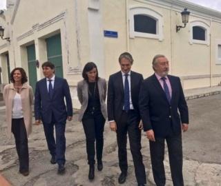Íñigo de la Serna, Ministro de Fomento (segundo por la derecha) visitando las Naves de Gamazo. Cortesía de ENAIRE