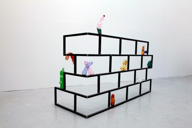 Saelia Aparicio, All the bubbles burst, 2015 Cristal soplado y acero. Próxima exposición en The Ryder. Cortesía de la galería | Aperturas internacionales y cierre de espacios consagrados: los movimientos de galerías más destacados de 2019