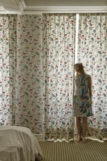 "Elina Brotherus, Bad Camouflage, serie ""Meaningless Work"", 2016, en Cámara oscura galería de arte (Madrid)"
