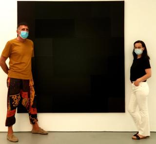 Paco de Blas y Sabrina Amrani, en la galería de ésta. Cortesía de Paco de Blas