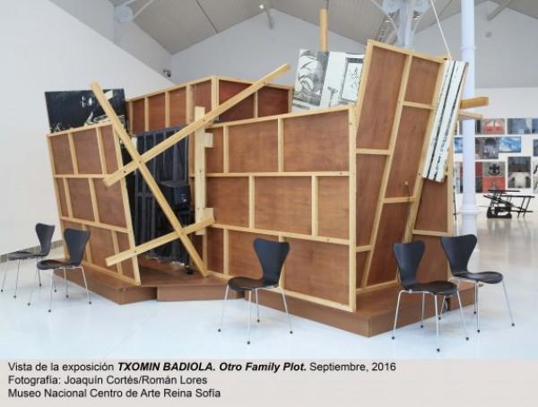 Vista de sala de la exposición Otro Family Plot, de Txomin Badiola. Cortesía del Museo Reina Sofía | El Reina Sofía pone el trabajo de Txomin Badiola en primer plano