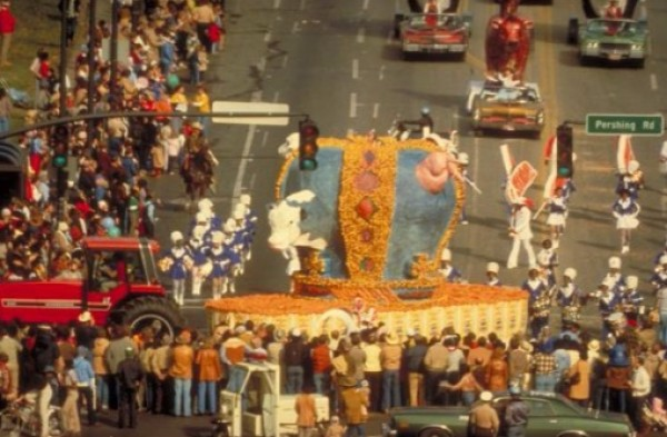 Miralda, Wheat & Steak – Parade, Kansas City, 1981. Foto: D. White. Cortesía del artista y del Macba | Macba, Caac, Artium, Es Baluard, Mapfre, la Caixa, Santander y San Telmo avanzan programación