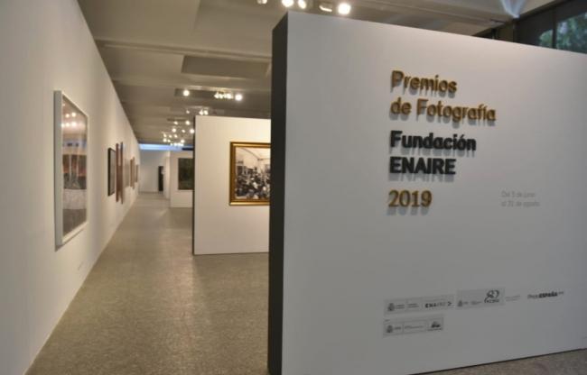 Exposición en la XXII edición PHotoESPAÑA 2019. Cortesía de Fundación ENAIRE   El sector del transporte en patrocinio y mecenazgo artístico: 6 ejemplos