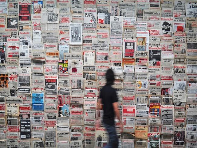 """Nuno Nunes-Ferreira. """"¿A qué hora comienza la revolución?"""". Cortesía del artista y Galería Juan Silió (Santander)   12 artistas recuperando la memoria social e individual"""