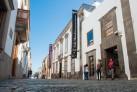 Fachada del CAAM en la calle Los Balcones. Cortesía del CAAM