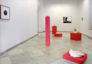 """Vista de la exposición de DALILA GONÇALVES """"No ouvido há labirintos e cristais / En el oído hay laberintos y cristales"""", en la Galería Rafael Ortiz, de Sevilla"""